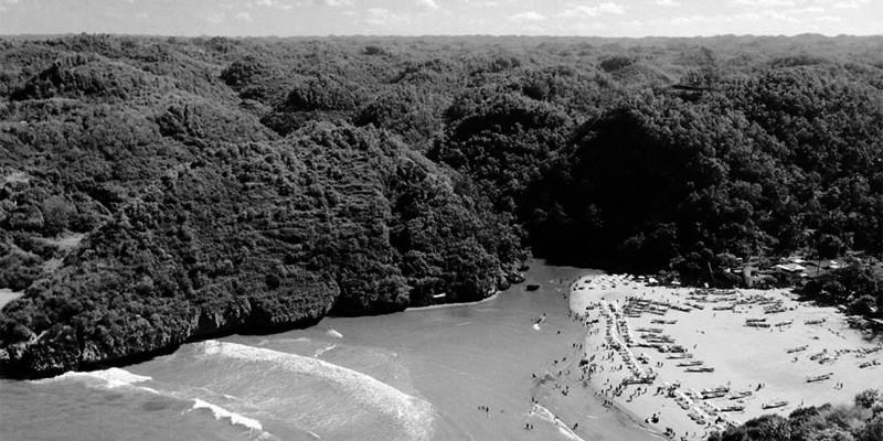 Pantai Baron dari Puncak Mercusuar
